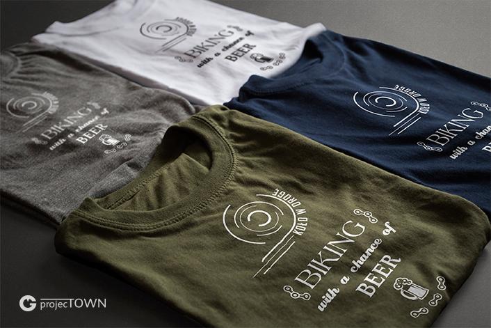 Koszulki kolorowe z nadrukiem.