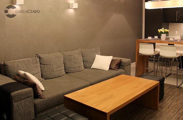 Salon - sofa i stół.