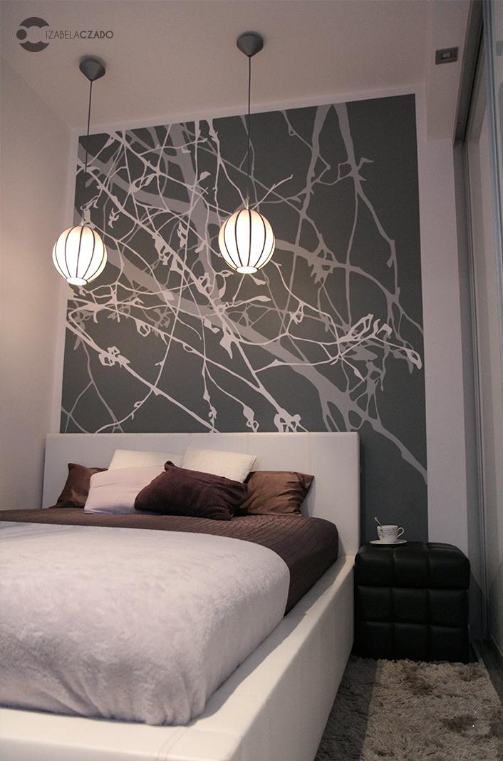 Sypialnia - lampy, łóżko, grafika.