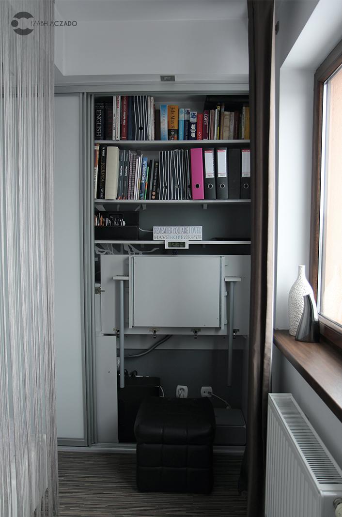 Garderoba - miejsce do pracy.