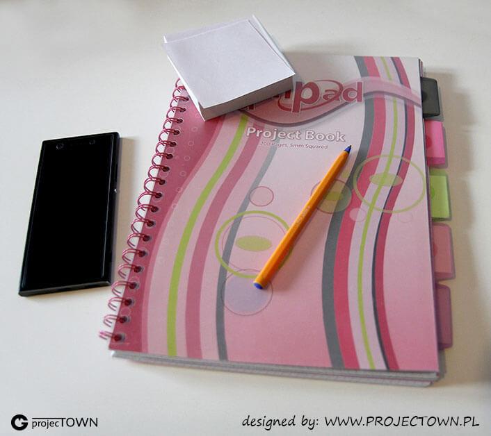 Notes, karteczki, długopis, dyktafon.
